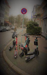 Durch E-Roller blockierter Kreuzungsbereich Am Peterswerder